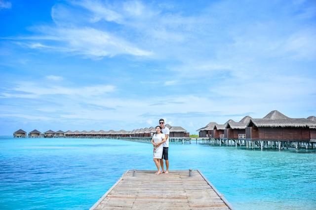 Đôi vợ chồng có 4 ngày nghỉ dưỡng ở resort. Vốn yêu biển, lại thích bơi lội nên gần như ngày nào cả hai cũng tắm biển, lặn ngắm san hô và ngồi bên nhau nhìn hoàng hôn.