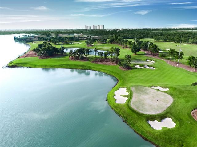 Học viện golf EPGA và sân golf 18 hố ngay trong lòng khu đô thị.