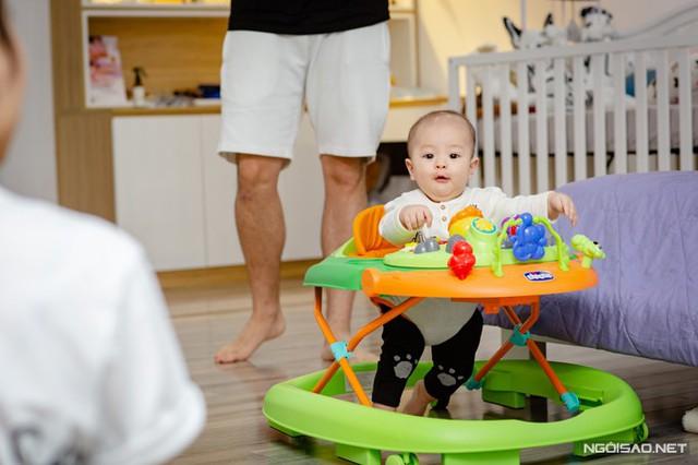 Ở tháng tuổi thứ sáu, bé Soup đã bắt đầu tập đi.