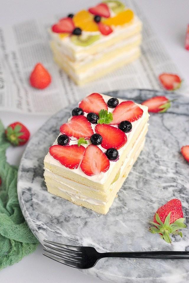 Chúc các bạn thành công với cách làm bánh kem trái cây này nhé!
