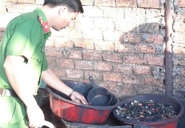 Nhuộm cà phê bằng bột đen của pin: Cách nào để người Việt hết đầu độc nhau?