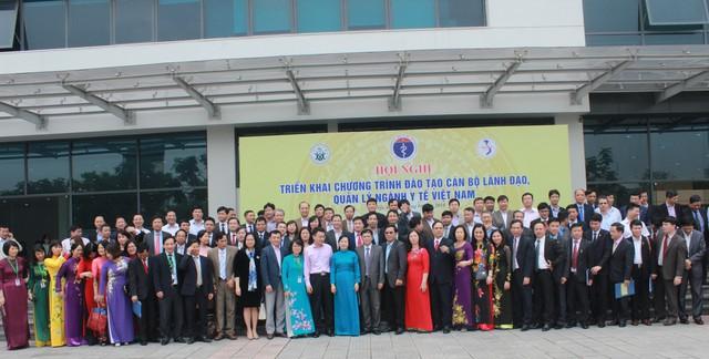 Đại biểu và các học viên của khóa học
