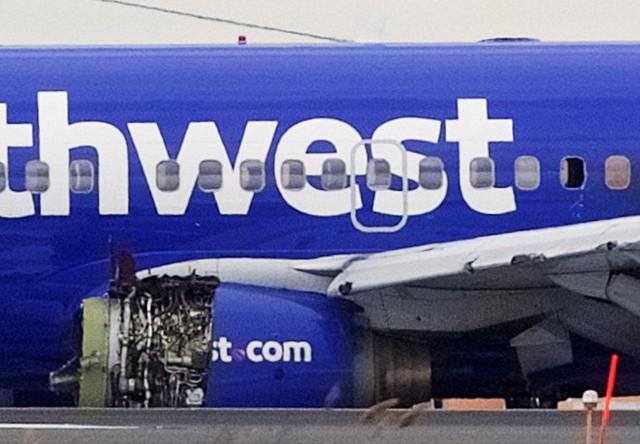 Động cơ máy bay nổ giữa trời, một hành khách thiệt mạng