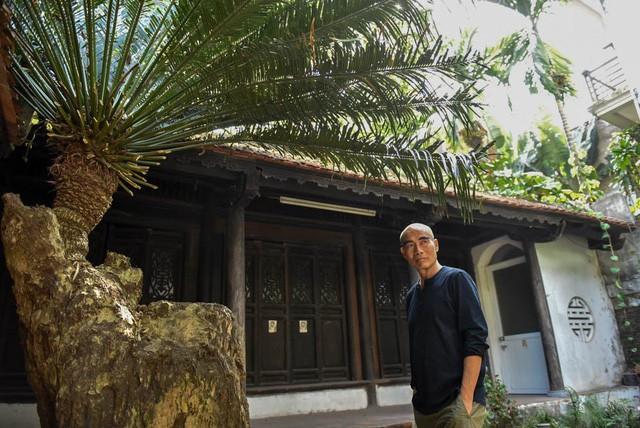 """Nếu 2 ngày không đi đâu tôi sẽ rất buồn, không chịu được. Cuộc sống của tôi là cuộc sống dịch chuyển, """"du canh du cư"""", đạo diễn Lưu Trọng Ninh kể."""