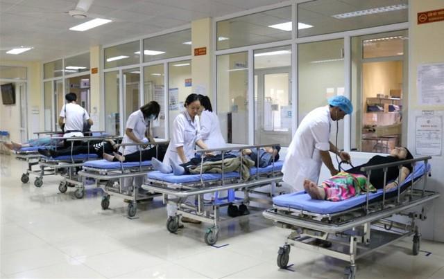 Các du khách người Trung Quốc được cấp cứu tại bệnh viện. Ảnh: BVCC