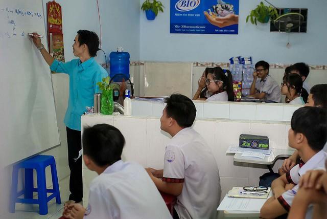 Lớp học của anh Hoàng Trọng Khánh đã giúp nhiều em học sinh có thêm kiến thức cơ bản và kiến thức xã hội để vào đời. Ảnh: CTV