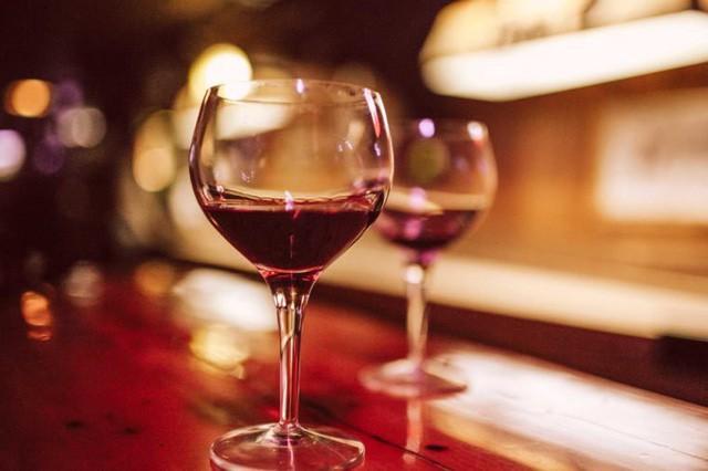 Rượu vang đỏ hoàn toàn không phải là thuốc