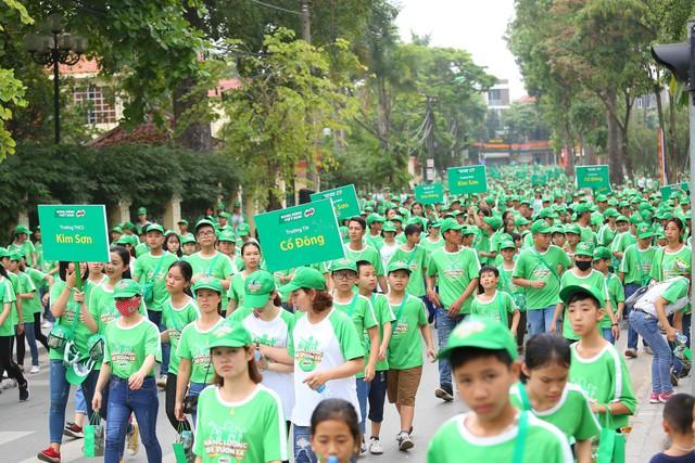 Diễn viên Hồng Đăng đi bộ cùng hơn 20.000 học sinh Hà Nội