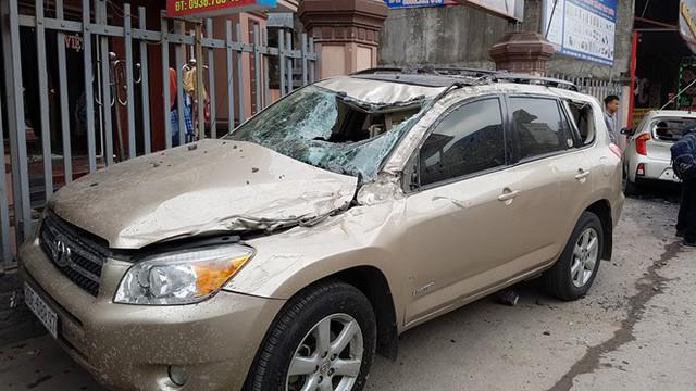 Xe Toyota Rav4 sau khi bị xe tải của anh Tiến đâm phải. Ảnh: Thanh niên