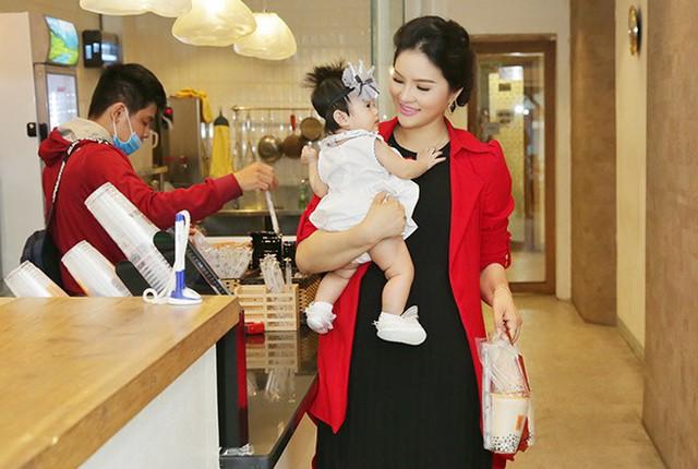 Lê Thị Phương cho biết sẽ quay lại sàn diễn khi con gái cứng cáp.