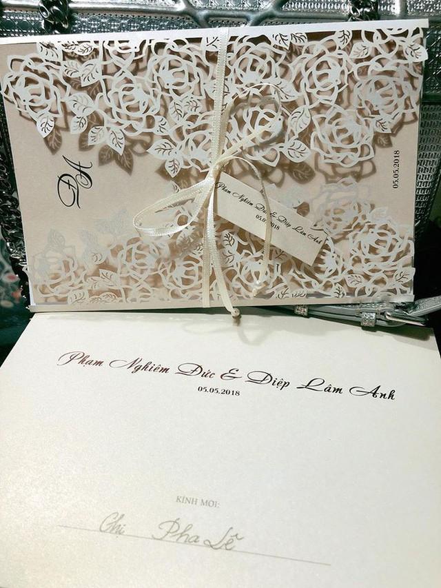 Hé lộ thiệp cưới của Diệp Lâm Anh và bạn trai thiếu gia