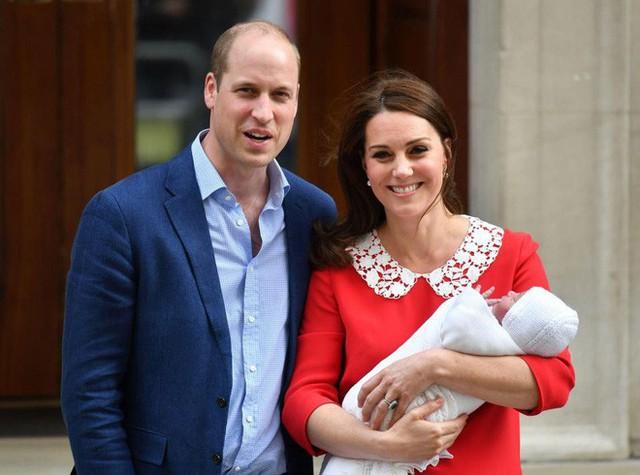 Người dân Anh đang hồi hộp chờ đợi để biết tên tiểu hoàng tử mới chào đời.