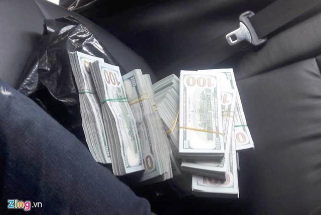 Mở rộng vụ án, C47 bắt thêm một nghi phạm, thu 400.000 USD. Ảnh: Hoàng Huy.