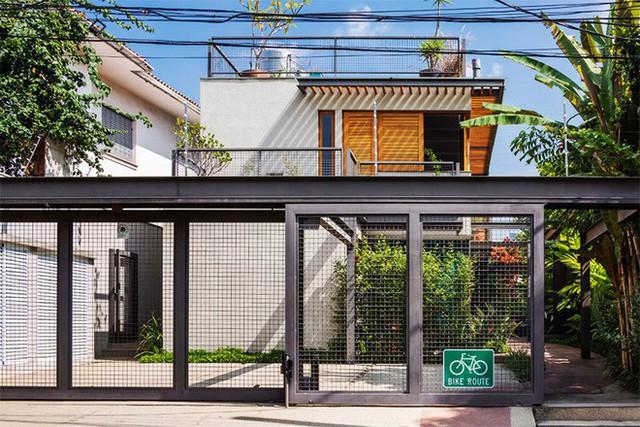 Ngôi nhà được thiết kế để tận dụng tối đa không gian xanh mát.