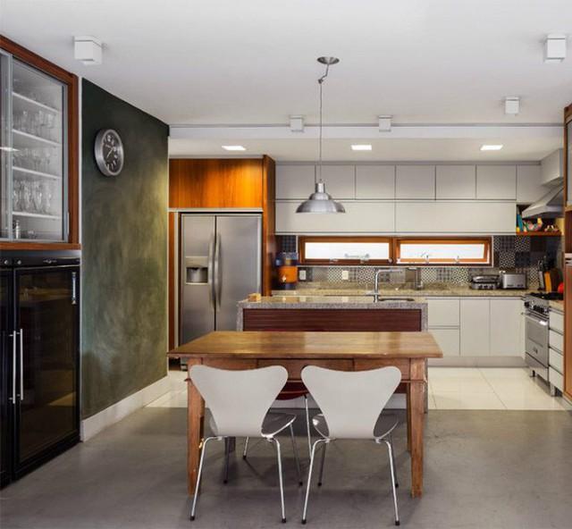 Phòng ăn và nhà bếp kết hợp vô cùng xinh xắn.