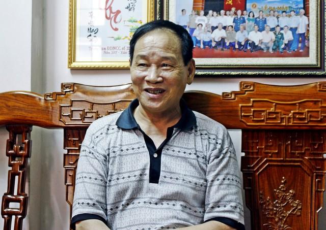 Đại tá Nguyễn Văn Lục hào hứng giới thiệu về từng thành viên trong Phi đội Quyết thắng. Ảnh: K.O