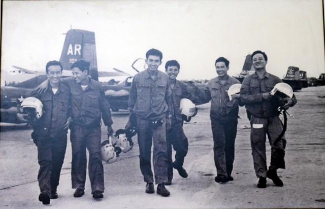 Phi đội Quyết thắng sau trận đánh trở về sân bay Thành Sơn (Phan Rang), chiều 28/4/1975. Ảnh:TL