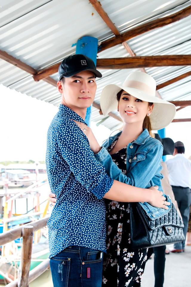 Vợ chồng ca sĩ Lâm Khánh Chi