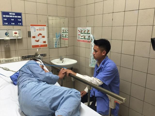 BN Sùng Diêu Hồng - nạn nhân cuối cùng trong vụ ngộ độc nấm đang được điều trị tại Trung tâm chống độc (BV Bạch Mai).