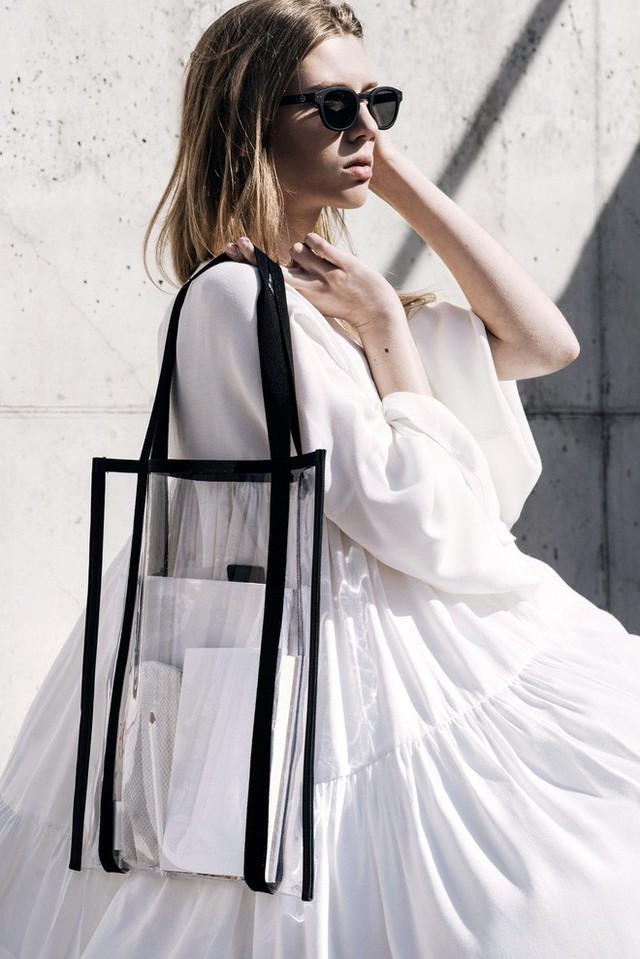 Mùa hè năm nay, túi xách trong suốt chắc chắn sẽ trở thành hot trend