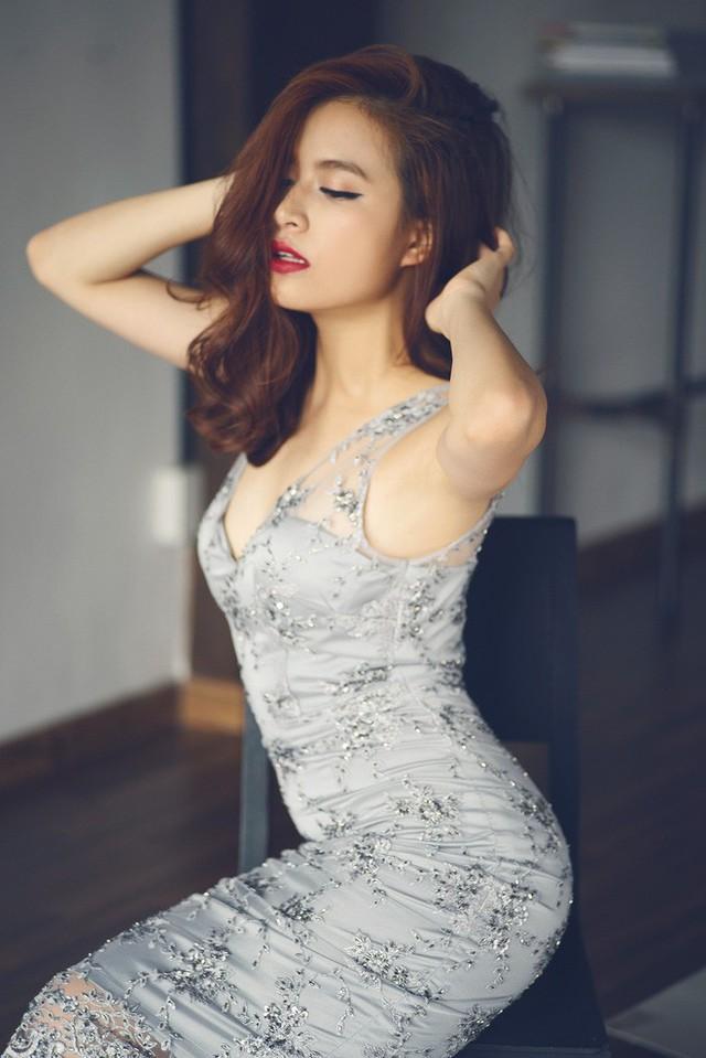 """Hoàng Thùy Linh bị bầu show chèn ép, """"ăn chặn"""" 2/3 cát-xê"""