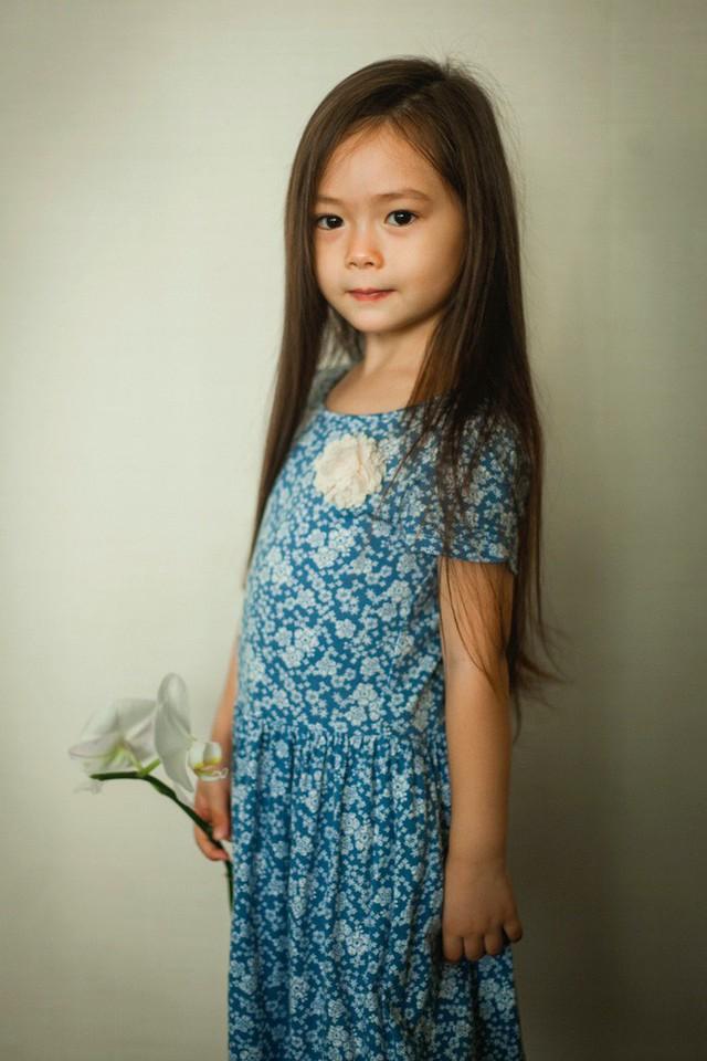 Sở hữu tủ quần áo hàng hiệu nhưng con gái Đoan Trang vẫn diện đầm cũ ngày sinh nhật