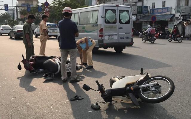 Chạy vào làn ô tô, thanh niên gây tai nạn khiến bé 7 tuổi chấn thương nặng