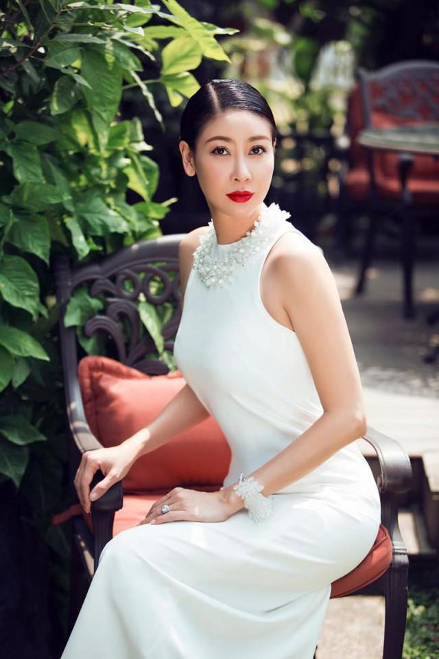 Hà Kiều Anh được nhận định là nàng hậu đầu tiên cho thấy cái giá trị vật chất của chiếc vương miện.