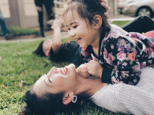 Yvona, trái ngọt trong cuộc hôn nhân thứ hai của nàng Út Ráng đã sắp tròn 3 tuổi. Cô nhóc thừa hưởng vẻ đẹp của cả bố lẫn mẹ và càng lớn càng đáng yêu.