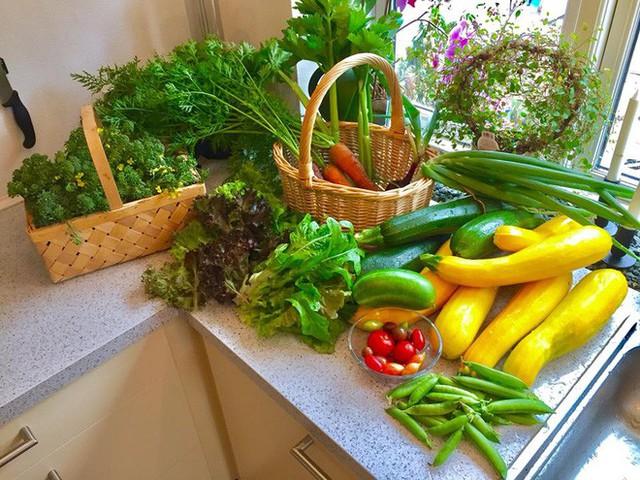 Góc bếp với đủ các loại rau củ quả