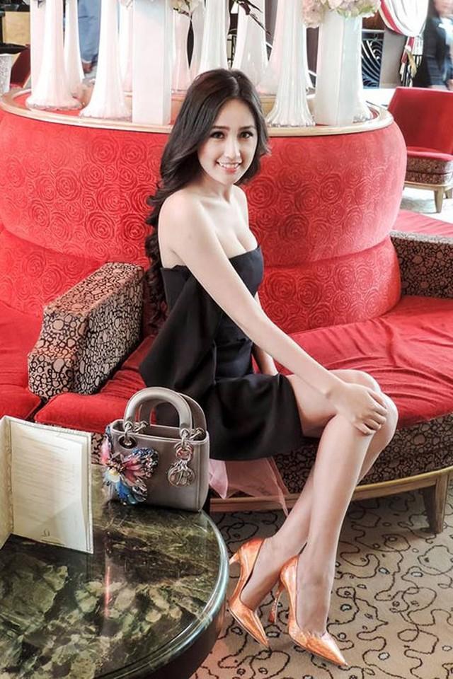 Về trang phục, phụ khiện, Hoa hậu Việt Nam 2006 chuẩn nữ dân chơi đồ hiệu. Cô chuộng những thương hiệu nổi tiếng như: Chanel, Dior...