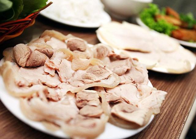 Tuyệt chiêu luộc thịt, lòng lợn trắng bóc và thơm phưng phức