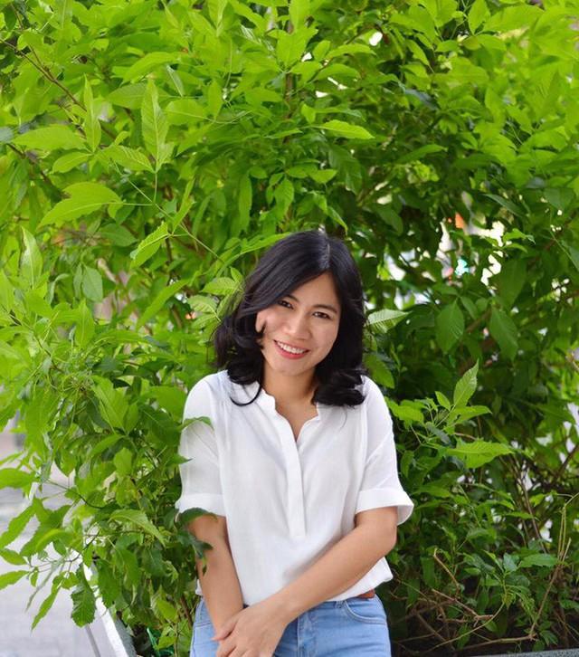 Mẹ Xu Sim nổi tiếng với các chia sẻ về kinh nghiệm nuôi dạy hai cô con gái thông minh, cũng là tác giả cuốn sách Con nghĩ đi, mẹ không biết.