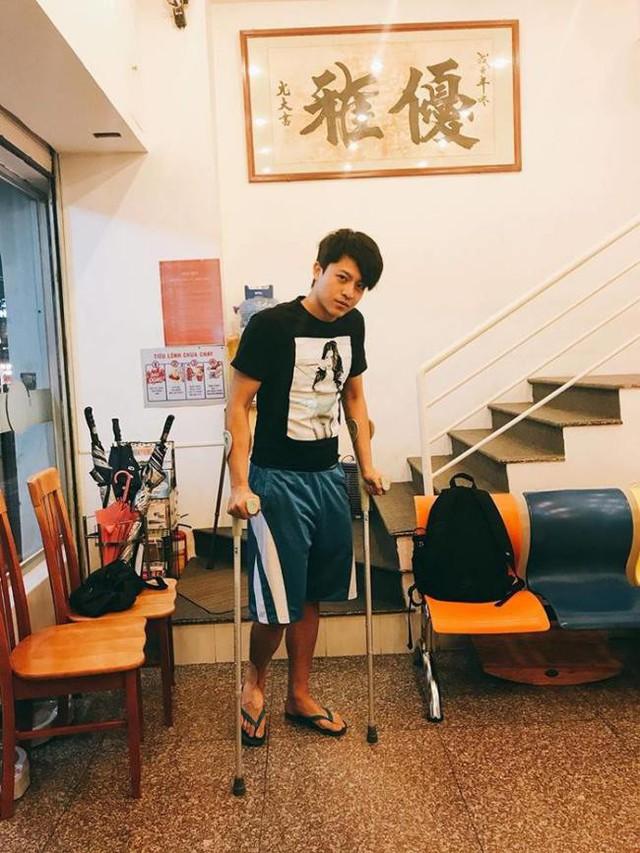 """Sau tai nạn gãy xương mũi, """"tình cũ Hoàng Thùy Linh"""" tiếp tục chấn thương"""