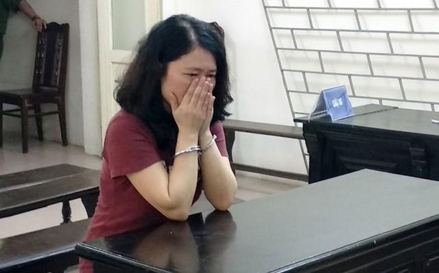 Nữ nghiên cứu sinh lừa 2,5 tỷ òa khóc xin lỗi người mẹ già