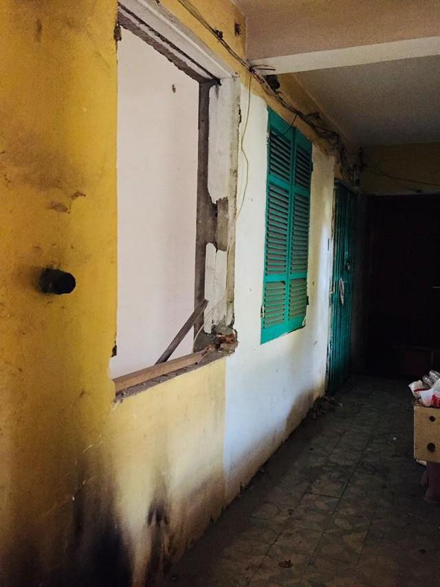 Anh Phương ở tầng 3, lô số 1 nhà L1 giữa những căn nhà đổ.