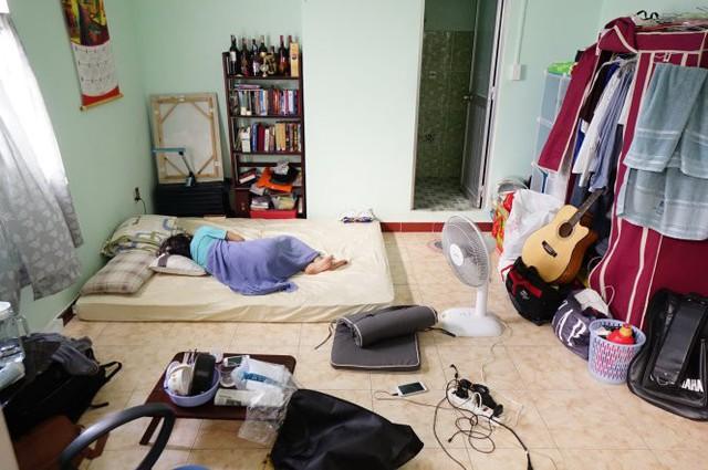 Những đứa trẻ cô đơn trong chính ngôi nhà của mình. Ảnh Báo Tuổi trẻ