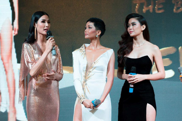 Hình ảnh của tân Hoa hậu Hoàn vũ Việt Nam 2017 bên Hoàng Thùy và Mâu Thủy khiến nhiều đồng nghiệp lo lắng vì cô sụt cân trông thấy. Không ít cư dân mạng đánh giá vẻ ngoài của HHen thiếu đi sự tươi trẻ và sức sống.