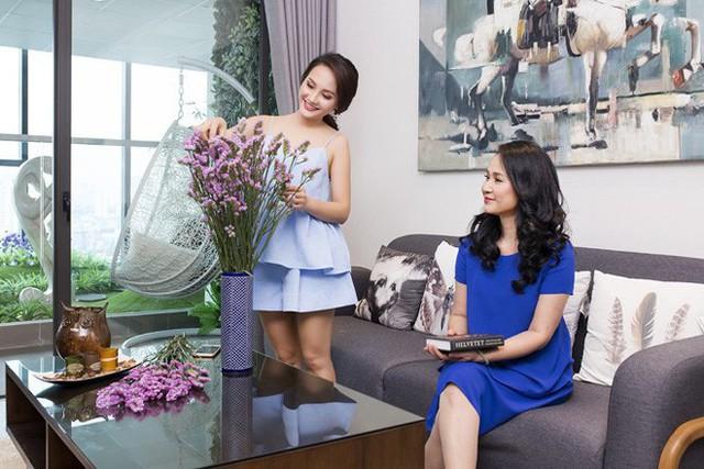 Hai mẹ con NSND Lan Hương – Bảo Thanh trong một quảng cáo