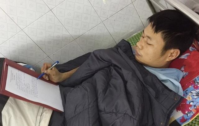 Đối tượng Nguyễn Minh Hùng khai nhận hành vi của mình tại bệnh viện.