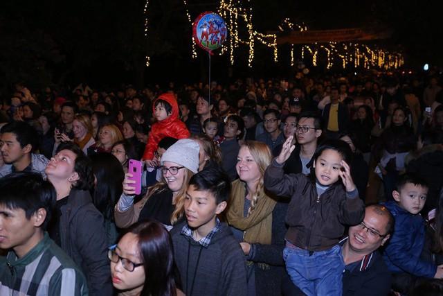 Cư dân người nước ngoài sống tại Ecopark lần đầu được đón Tết Dương lịch đúng theo truyền thống của họ.