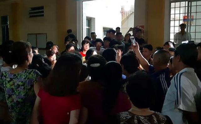 Rất đông người nhà bệnh nhân C đã có mặt tại BVĐK Hà Đông. Ảnh: VOV