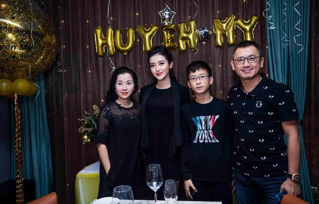 Gia đình hạnh phúc của Huyền My