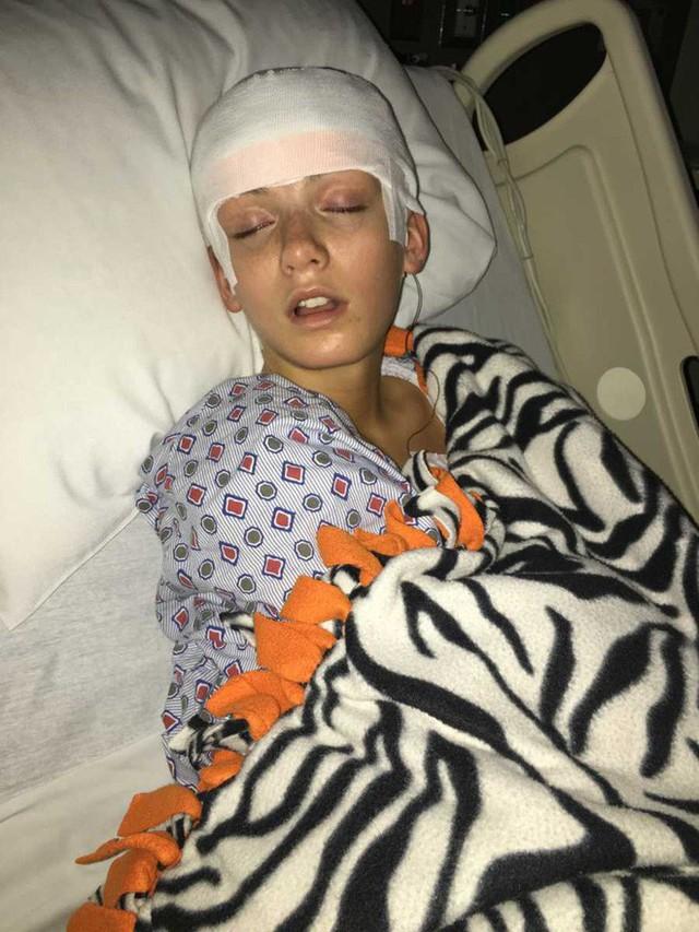 Emily thường xuyên phải nhập viện. (Ảnh: lovewhatmatters)