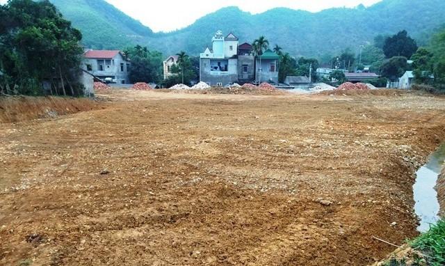 Thạch Thất, Hà Nội: Nhà quan xã san lấp trái phép hàng trăm m2 đất ruộng khiến người dân bức xúc