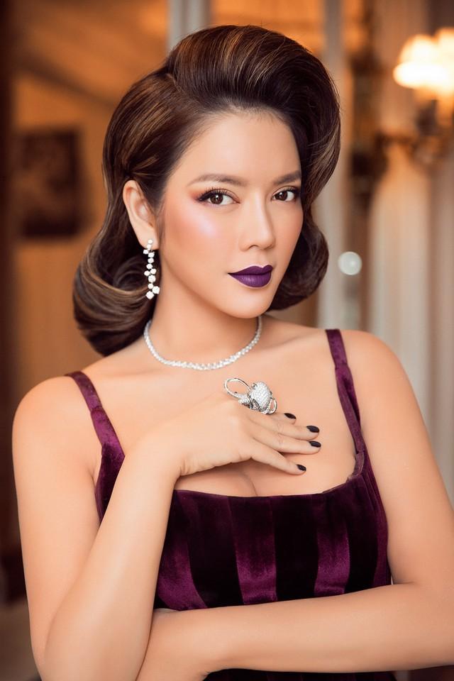 Bộ trang sức kim cương sang trọng và độc đáo giúp người đẹp trở thành tâm điểm trong ngày thứ 3 của thảm đỏ Cannes