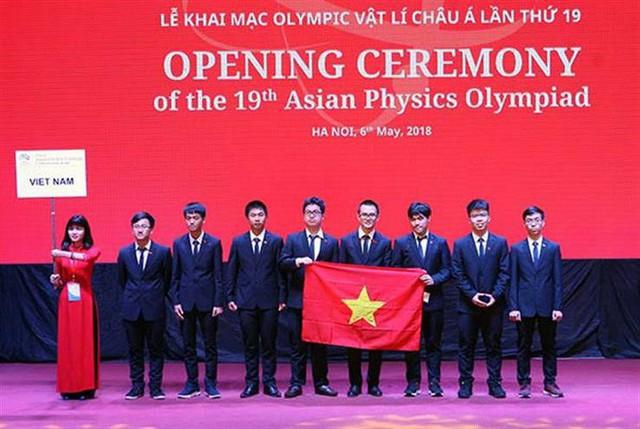 Đoàn thí sinh đội tuyển Việt Nam tại kỳ Olympic Vật lý châu Á.