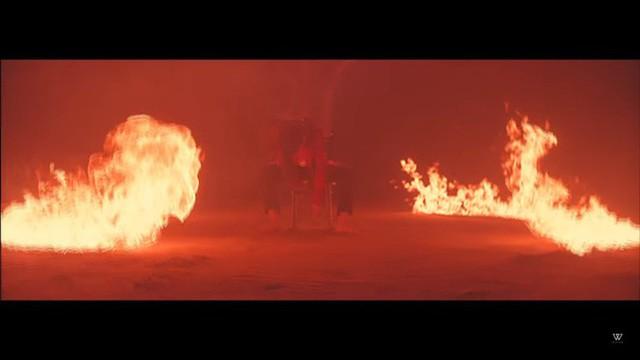 Cảnh lửa cháy trong MV Body của Mino.