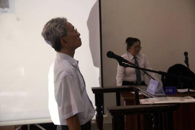 Bị cáo Nguyễn Khắc Thủy luôn có thái độ thách thức trong phiên tòa. Ảnh: VTC