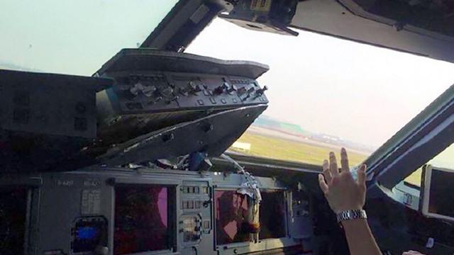 Bức ảnh cho thấy tình trạng hư hại bên trong buồng lái